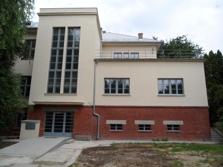 Hospodárska škola po obnove